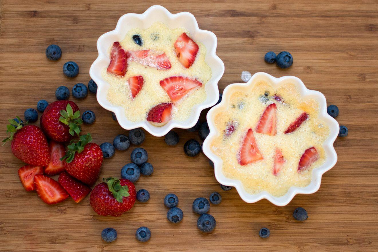 Deser w 5 minut czyli owoce zapiekane pod koglem-moglem