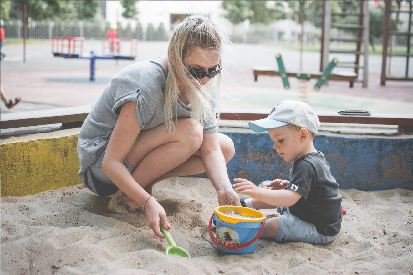 5 nienormalnych zachowań matek w piaskownicy (uwaga wulgaryzm w tekście!)