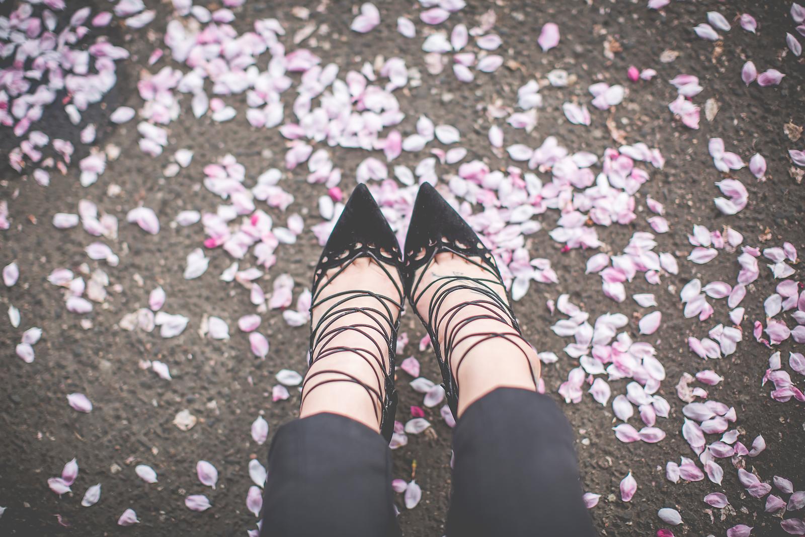 buty sznurowane na obcasie deezee