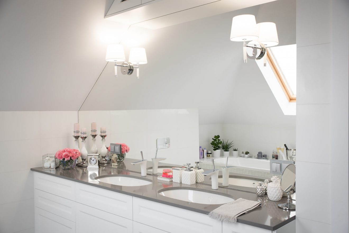 Nasza biało-szara łazienka w stylu klasycznym