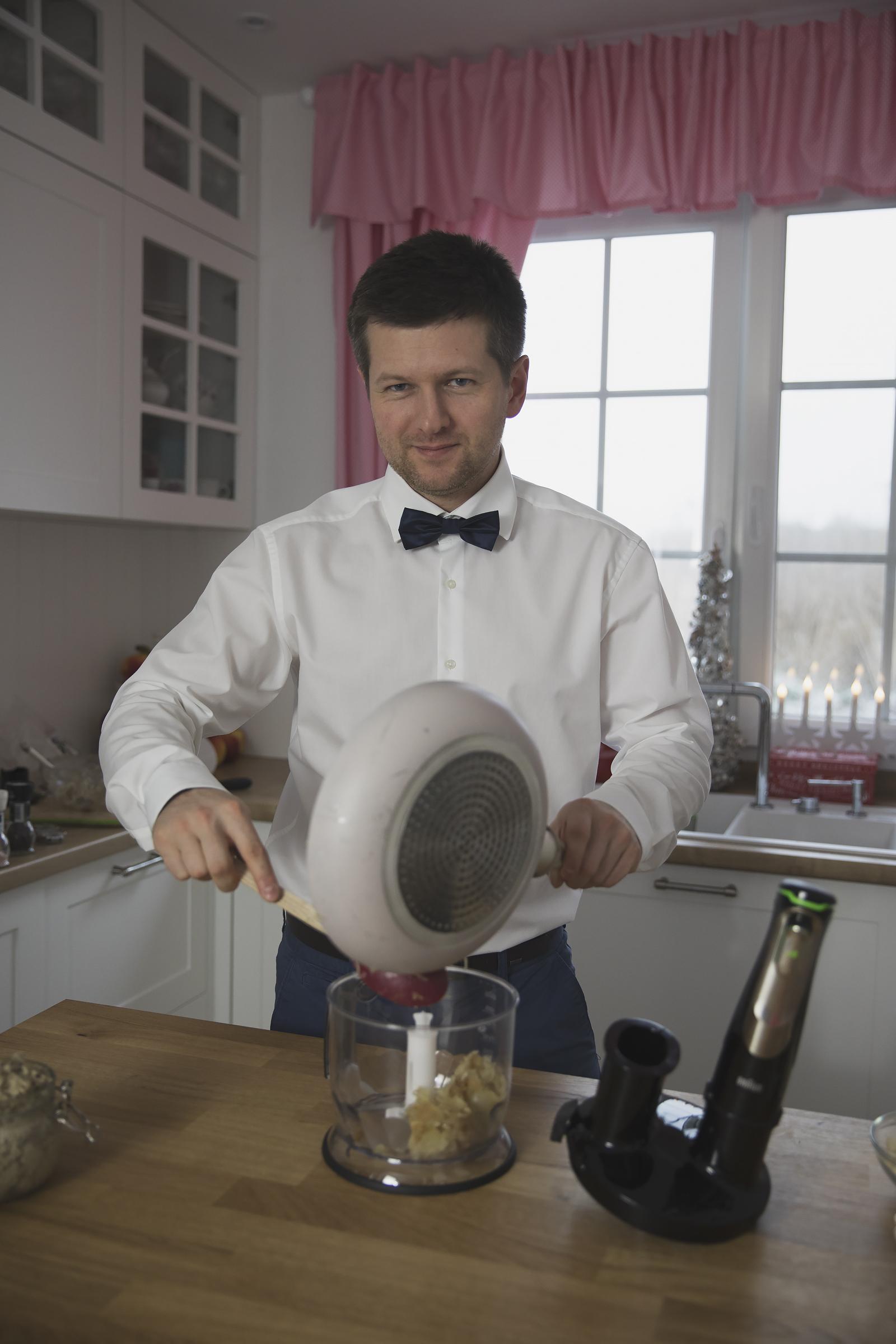 facet-w-kuchni-braun35